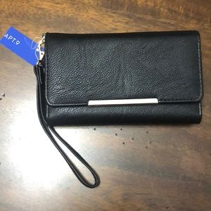 Wristlet with Recharging Pack